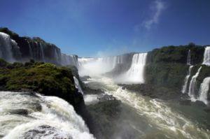 De breedste watervallen ter wereld in het noordoosten van Argentinie